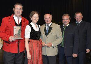 Obmann Johann Proidl, Kapellmeister Brigitte Seiler, Landeshauptmann Dr. Erwin Pröll, Bürgermeister Karl Steger und Landesobmann Peter Höckner bei der feierlichen Überreichung des Ehrenpreises am 27. Juni 2012.