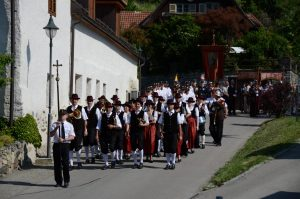 Fronleichnamsprozession vom Senftenberger Weintor zur Pfarrkirche Imbach - Aufnahme vom 4. Juni 2015.