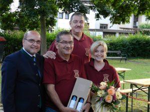Geburtstagsfest von Obmannstellvertreter Heinz Schütz, Obmann Johann Proidl und Kassier Edith Hintenberger am 20. Juni 2015 im Klostergarten Imbach. Gratulation von Bürgermeister Josef Ott an die Jubilare.