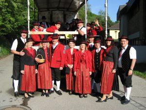 Tag der Blasmusik am 5. Mai 2012 mit Treffpunkt, Einteilung und Abfahrt bei der Volksschule Senftenberg. Die Musiker auf der fahrenden Bühne.