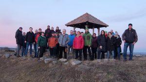 Gruppenfoto im Rahmen der Winterwanderung Februar 2020, beim Aussichtsturm in Priel.